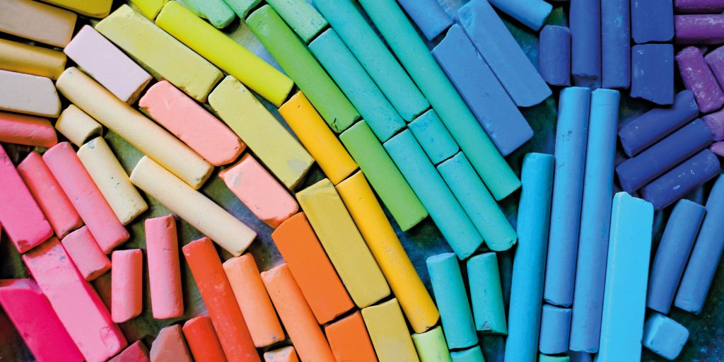 Image of multicoloured crayons